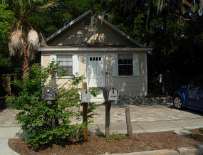 208-vines-hort-sale-clearwater-front-house-entry1
